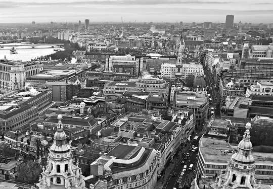Black & white photo of London