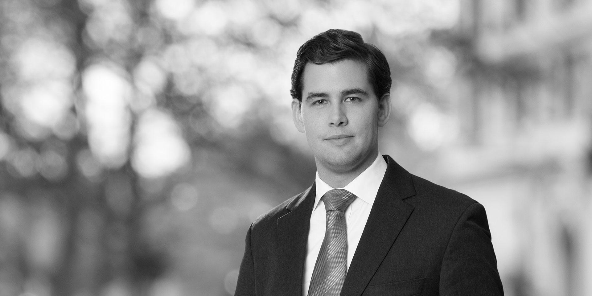 Chris Swift Perez White Amp Case Llp International Law