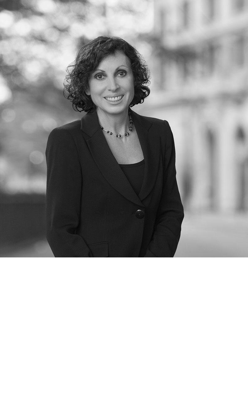 Dr. Lucia Magelli